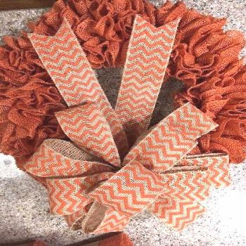 Burlap wreaths don't have to be difficult. Try this easy burlap wreath method … Burlap wreaths