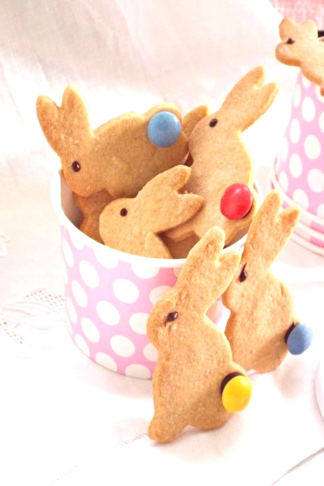 Baking Easter bunnies: Recipes for shortcrust pastry, yeast dough and sponge bunnies and over 70 pi